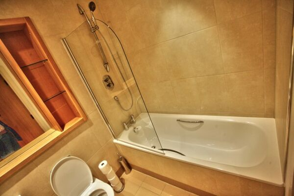 The Gateway Serviced Apartments in Leeds, Bathroom