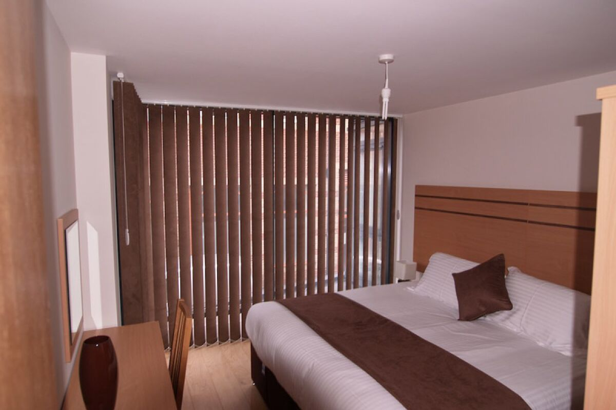 Master Bedroom, Crompton House Serviced Apartments, High Barnet
