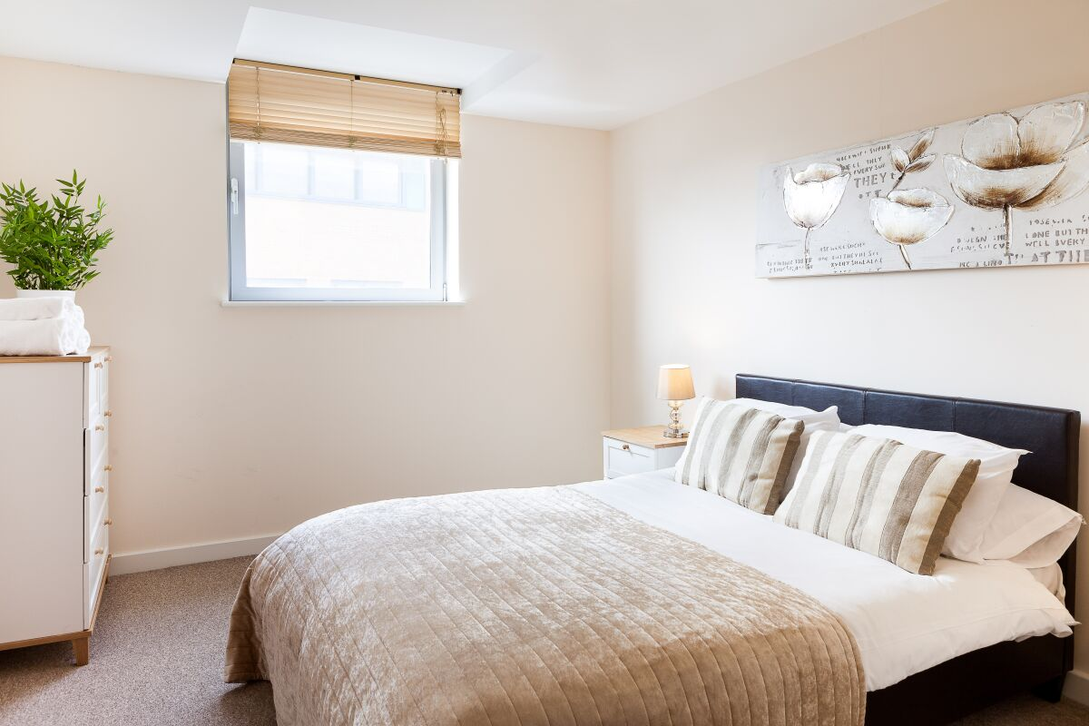 Bedroom, The Paramount Serviced Apartments, Swindon