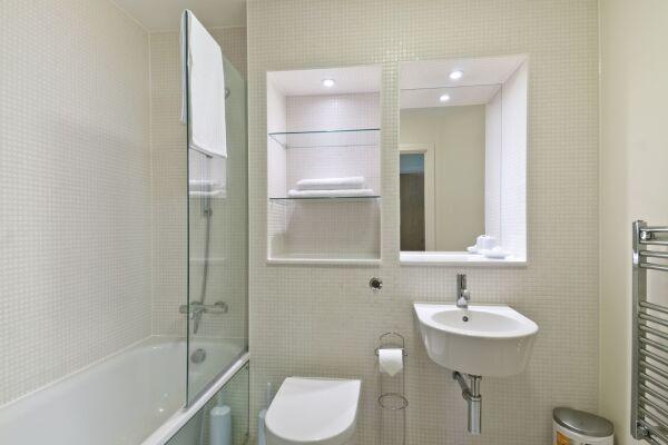 Bathroom, Great Suffolk Street Serviced Apartments, Southwark, London