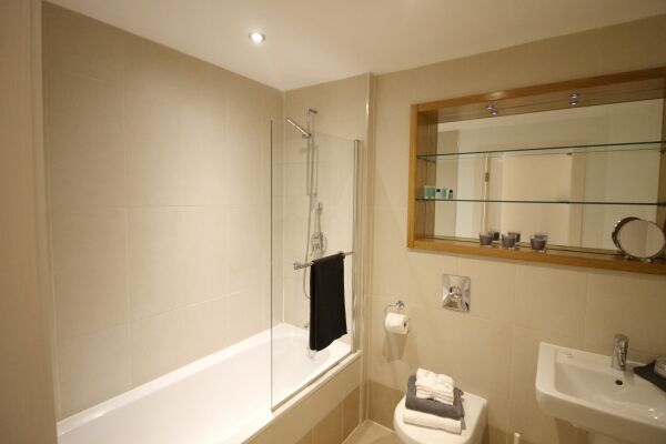 Bathroom, The Chandlers Serviced Apartments, Leeds
