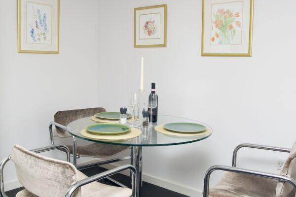 Augustas Lane Apartment - Islington, North London