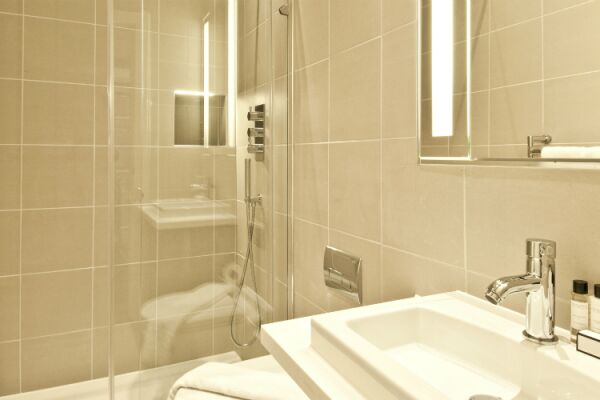 Bathroom, College Hill Serviced Apartments, The City of London