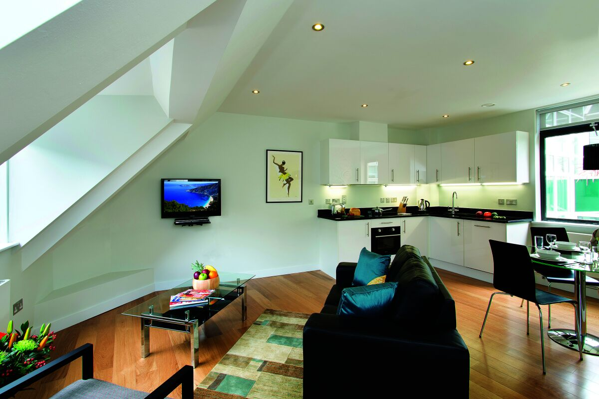 Living Room and Kitchen, Red Lion Court Serviced Apartments, Temple, London