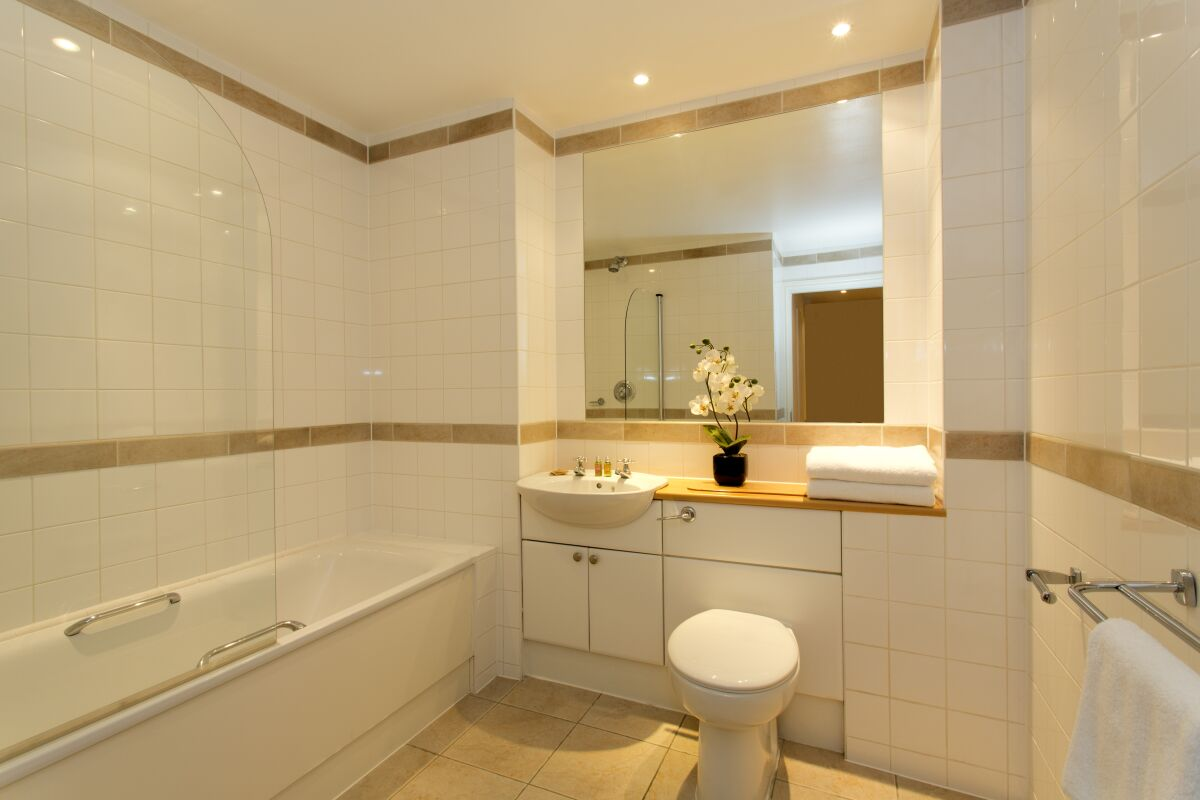 Bathroom, Cathedral Road Serviced Apartments, Cardiff