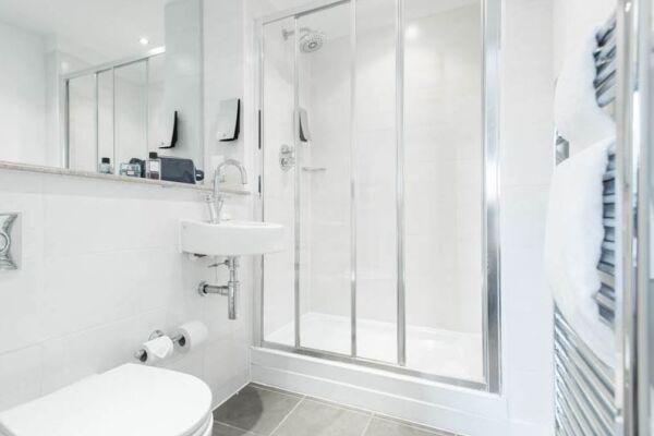 Bathroom, Manchester Premier Serviced Apartments, Manchester
