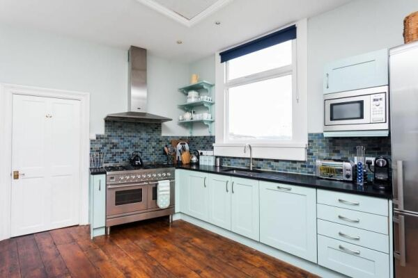 Kitchen, Hatfield House Serviced Accommodation, Bath