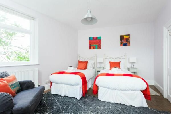 Bedroom, Hatfield House Serviced Accommodation, Bath