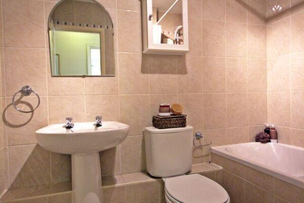 Bathroom, Acacia Court Serviced Apartments, Bracknell