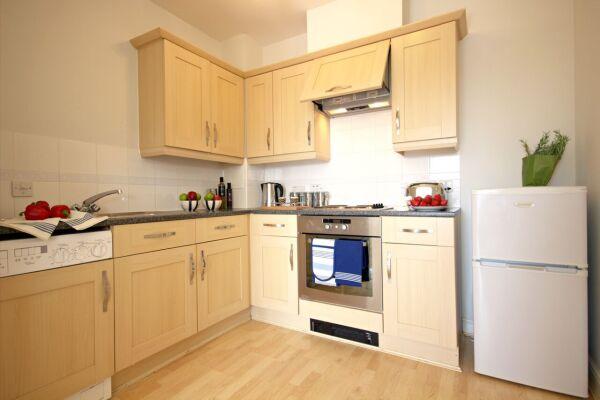 Kitchen, Kelvin Gate Serviced Apartments, Bracknell