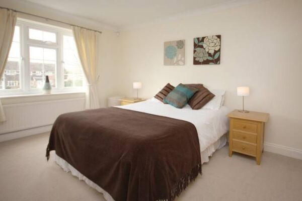 Bedroom, The Poppies Serviced Apartments, Bracknell