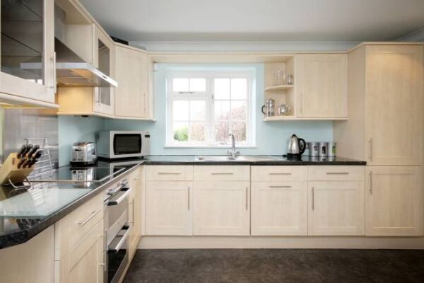 Kitchen, The Poppies Serviced Apartments, Bracknell