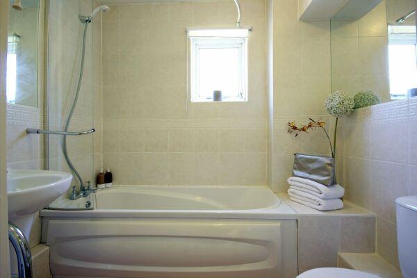 Bathroom, Boxford Ridge Studios Serviced Apartments, Bracknell