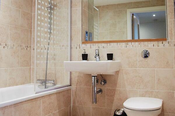 Bathroom, The Cambria Serviced Apartment, Ipswich