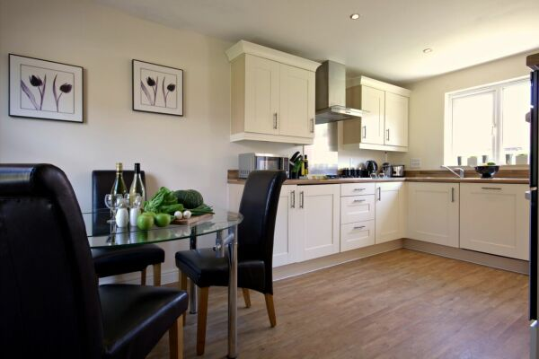 Kitchen/Dining Area, Osprey Avenue Serviced Apartments, Bracknell