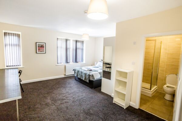 Bedroom and Bathroom, The Woolpack Serviced Apartment, Huddersfield