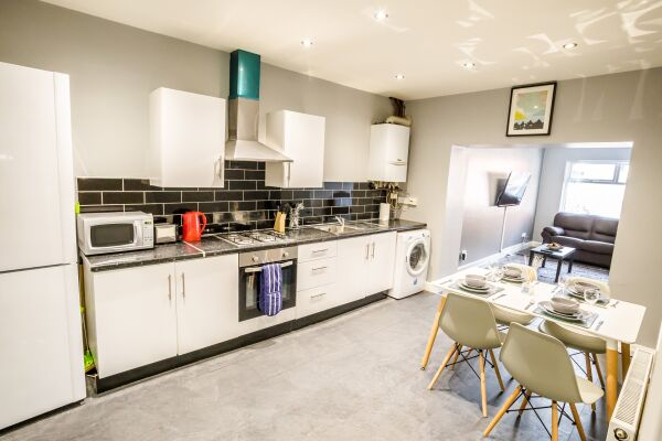 Kitchen, The Woolpack Serviced Apartment, Huddersfield