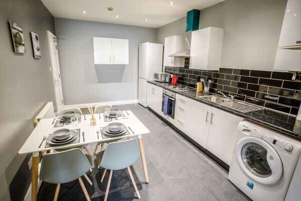 Kitchen and Dining Area, The Woolpack Serviced Apartment, Huddersfield