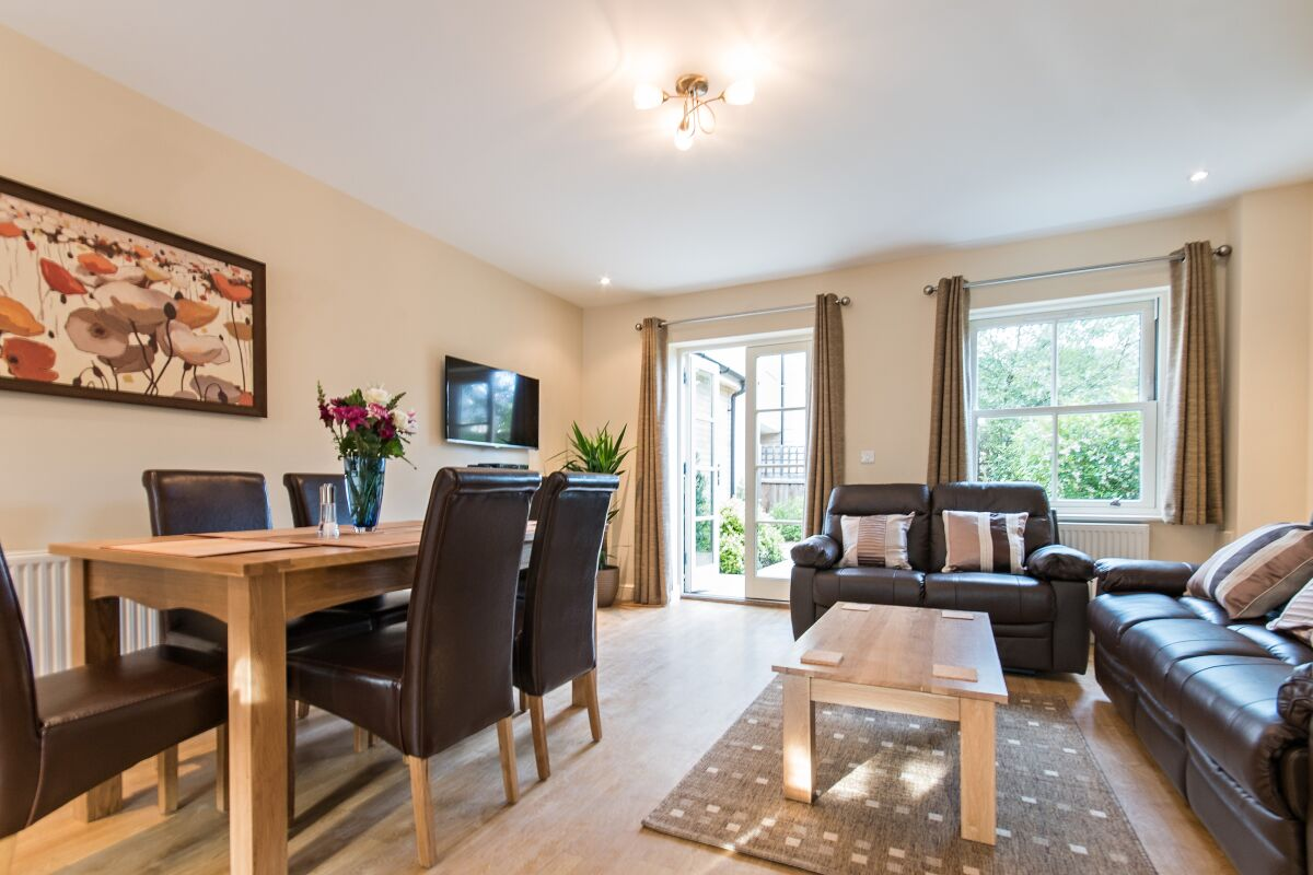 Living and Dining Area, Abbey Street House Serviced Accommodation, Cambridge