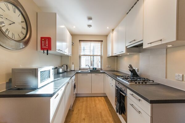 Kitchen, Abbey Street House Serviced Accommodation, Cambridge
