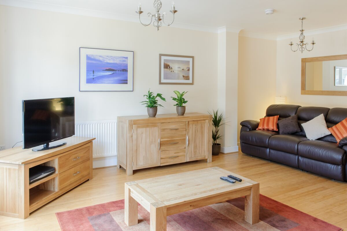 Living Area, Longworth Avenue House Serviced Accommodation, Cambridge