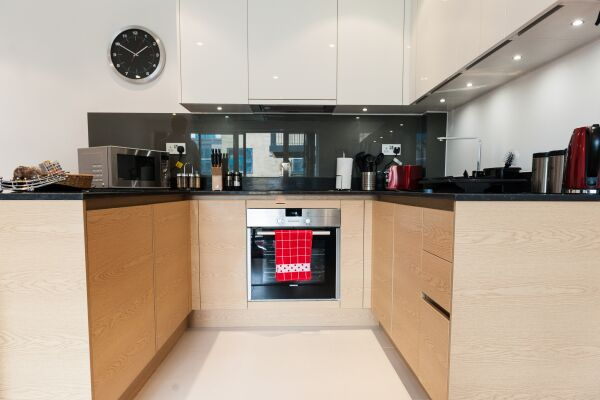 Kitchen, Riverside Marlowe Serviced Apartment, Cambridge