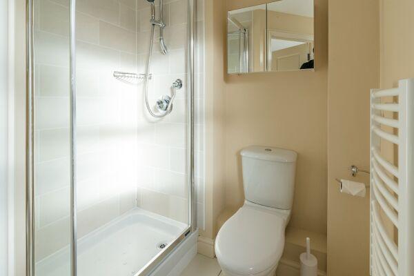 Bathroom, New Street House Serviced Accommodation, Cambridge