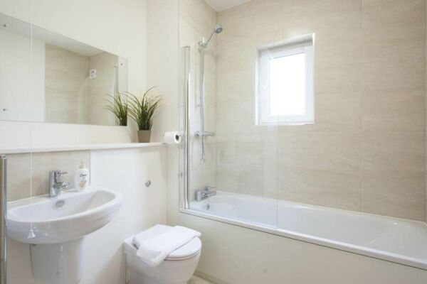 Bathroom, The Coliseum Serviced Apartments, Cheltenham