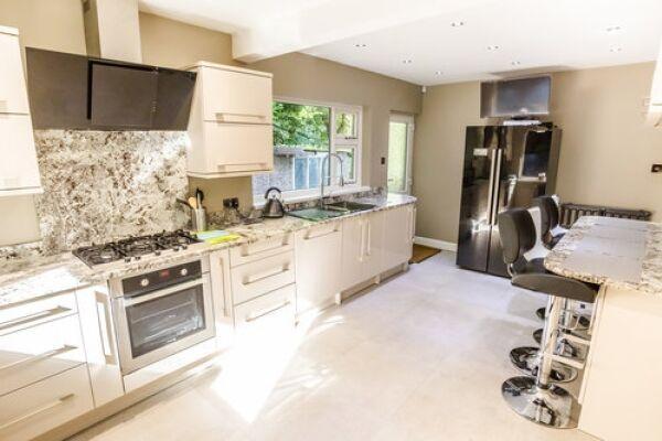 Kitchen, Sunnyside Serviced Accommodation, Huddersfield