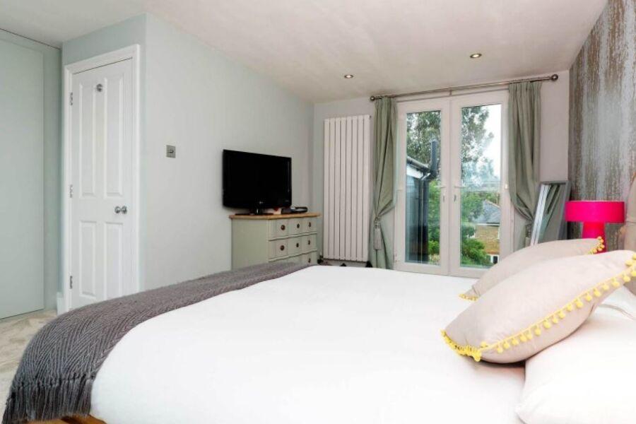 Gladstone Road Accommodation - Wimbledon, West London