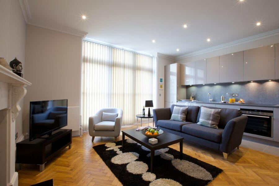 Barons Court Queens Club Apartments - West Kensington, West London